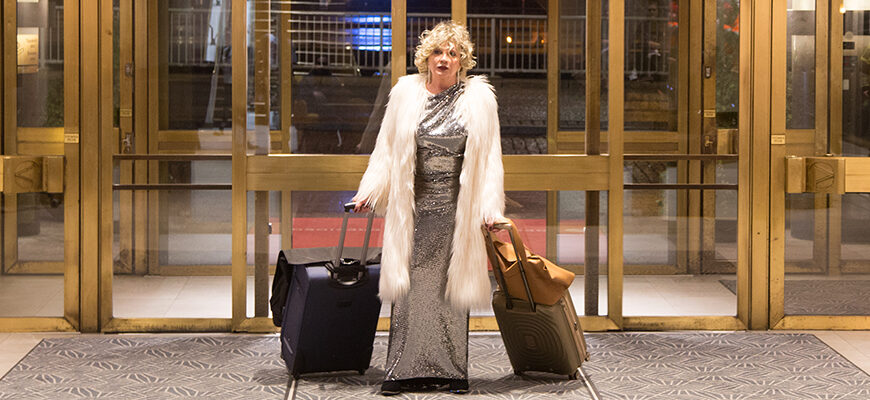 Hannele Lauri med resväskor
